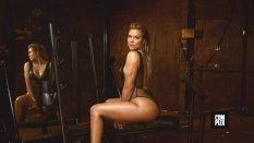 Khloe Kardashian (26)