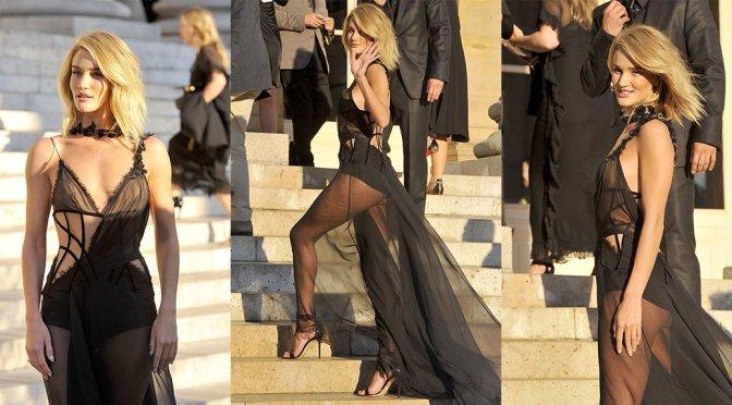 Rosie Huntington-Whiteley – Versace Fashion Show in Paris