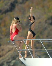 Khloe Hardashian Kendall Jenner (14)