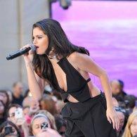 Selena Gomez (43)