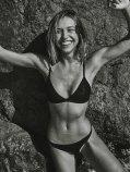 Alexis Ren (42)