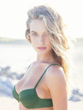 Hannah Ferguson (19)