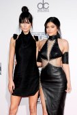 Kendall Kylie (18)