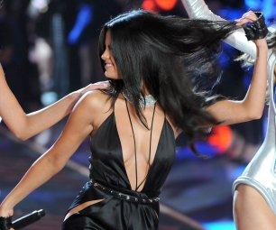 Selena Gomez (38)