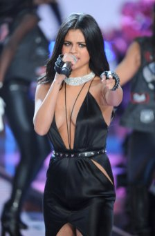 Selena Gomez (40)