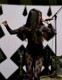 Selena Gomez (19)