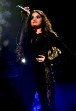 Selena Gomez (41)