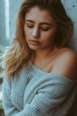 Lia Marie Johnson (20)