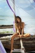 Chrissy Teigen (30)