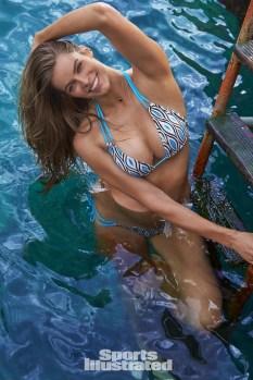 Robyn Lawley (34)