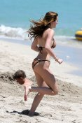Bella Thorne (37)