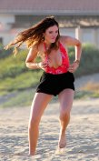 Bella Thorne (43)