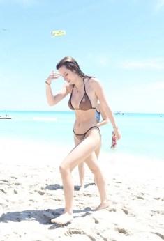 Bella Thorne (50)