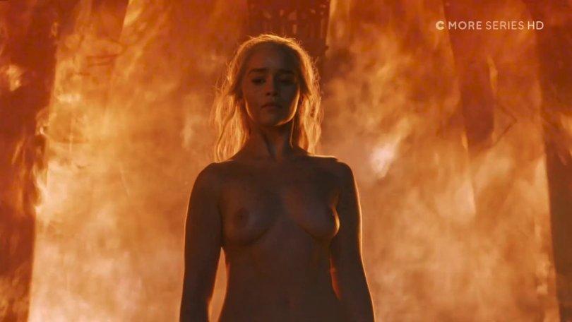 """Emilia Clarke – """"Game of Thrones"""" Nude Scene"""