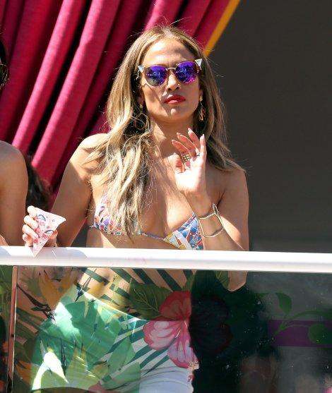 Jennifer Lopez (32)