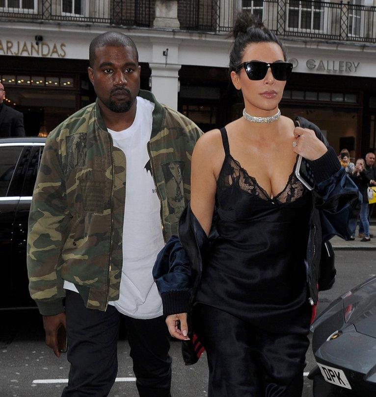 Kim Kardashian - Candids in London