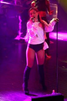 Ariana Grande (23)