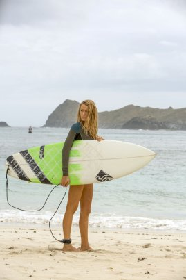 Blake Lively - The Shallows (4)