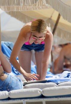 Emma Roberts (33)