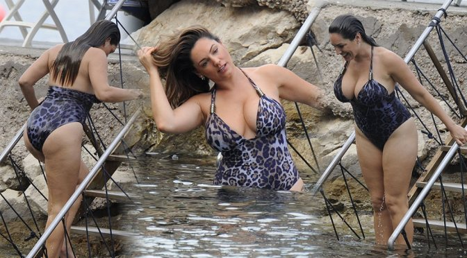 Kelly Brook – Swimsuit Candids in Ischia