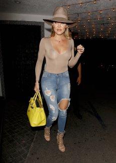 Khloe Kardashian (18)