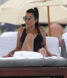 Kourtney Kardashian (8)