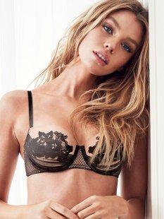 Stella Maxwell (40)