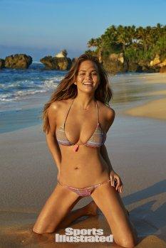 Chrissy Teigen (23)
