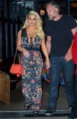 Jessica Simpson cleavagy in New York