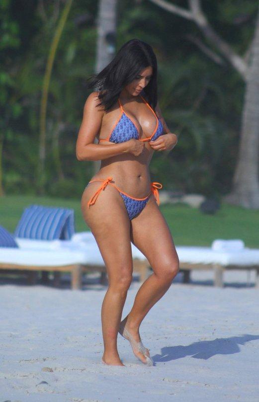 Kim Kardashian (13) | ... Alessandra Ambrosio