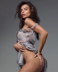 Emily Ratajkowski Sexy Ass