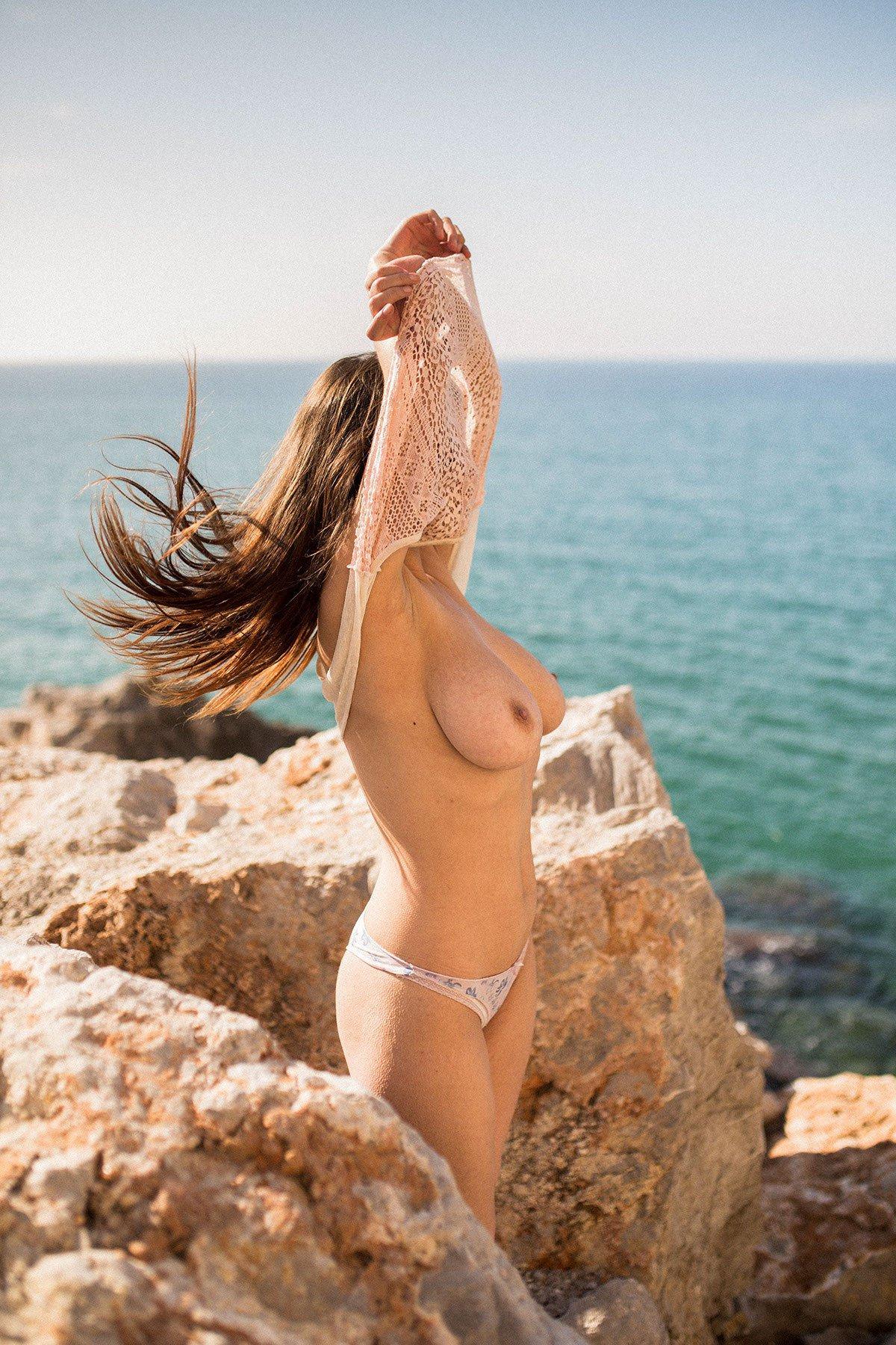 Judit Guerra gola - foto Victor Supertramp - fotografija 10