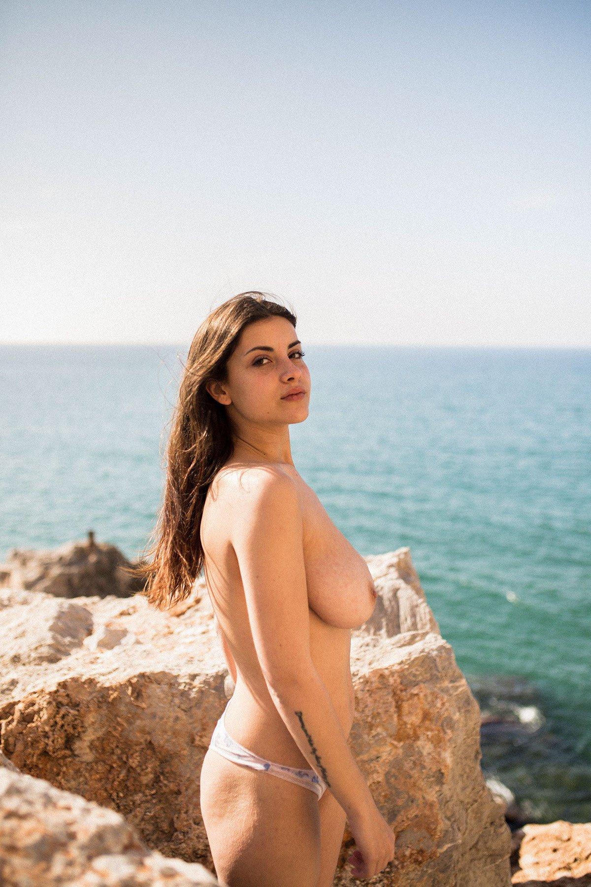 Judit Guerra gola - foto Victor Supertramp - fotografija 11