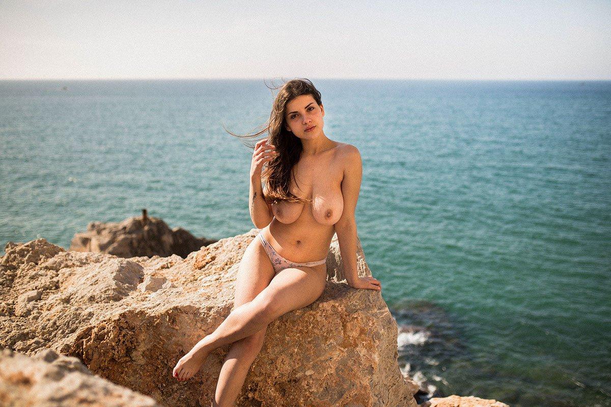 Judit Guerra gola - foto Victor Supertramp - fotografija 13