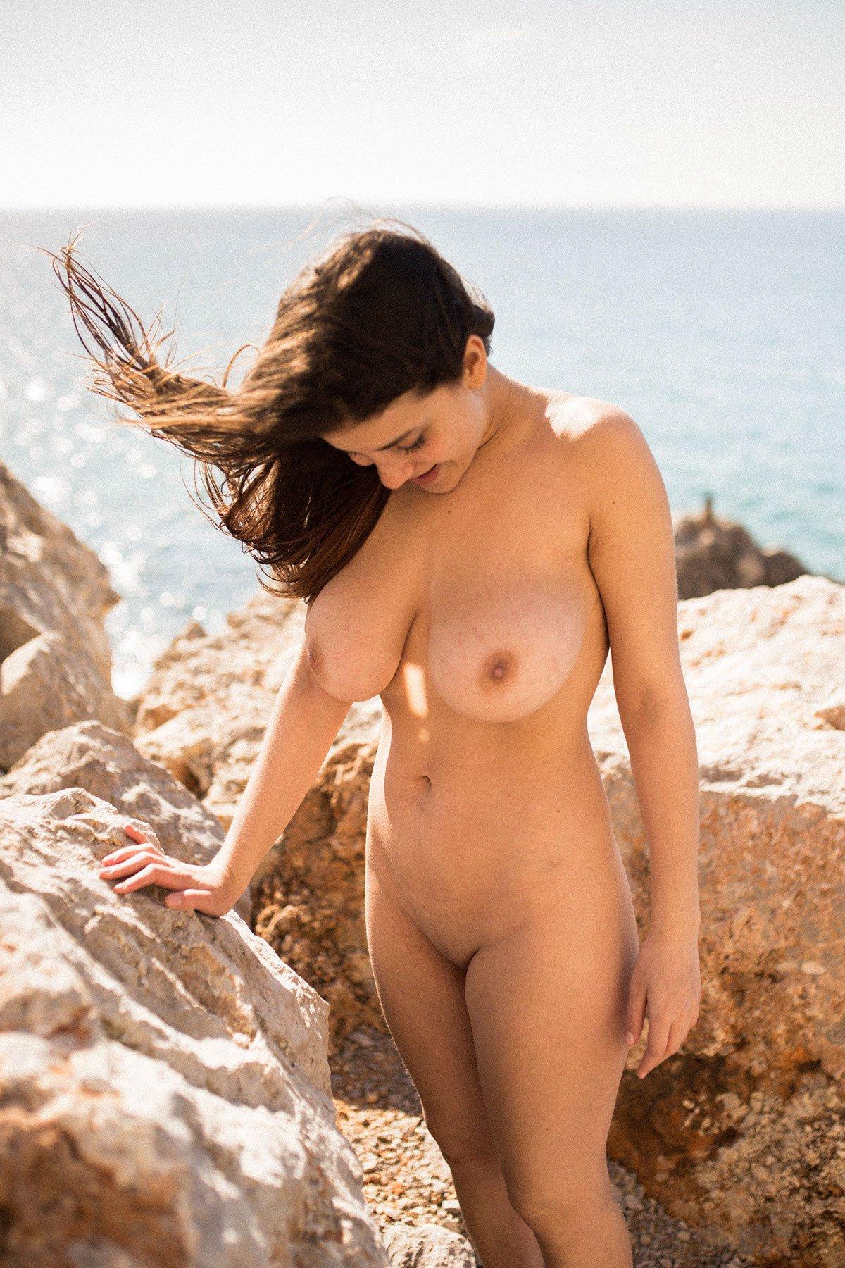 Judit Guerra gola - foto Victor Supertramp - fotografija 14