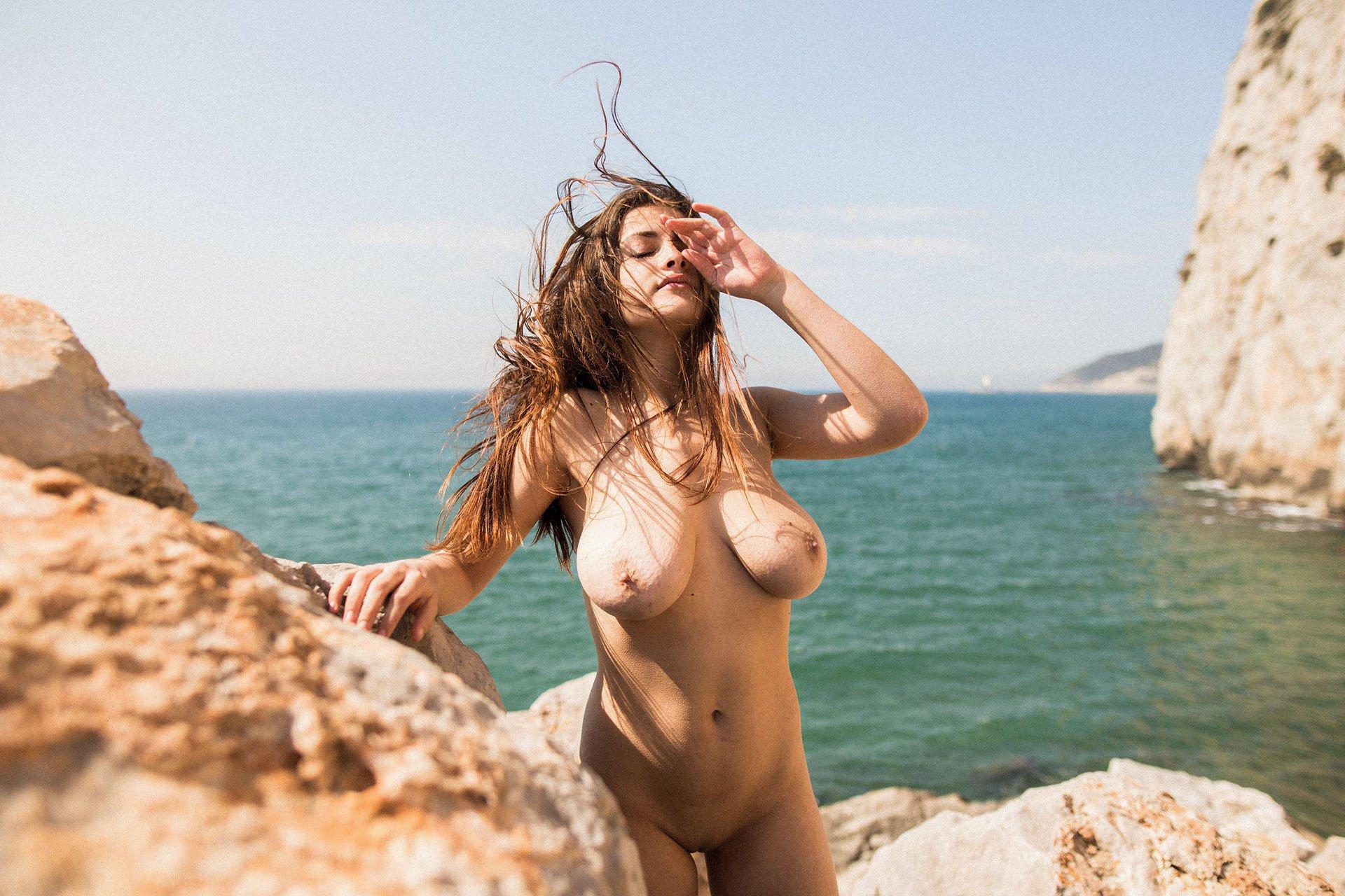 Judit Guerra gola - foto Victor Supertramp - fotografija 15