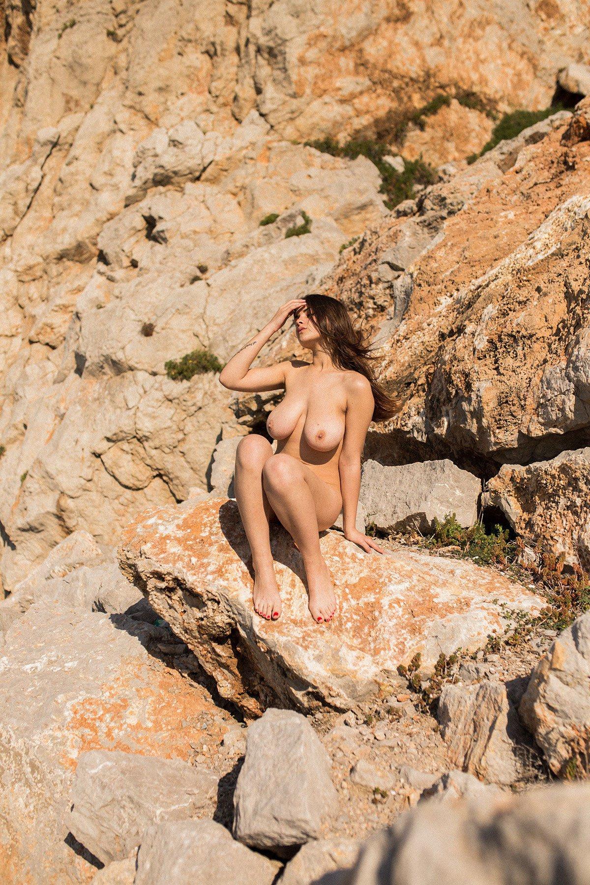 Judit Guerra gola - foto Victor Supertramp - fotografija 17