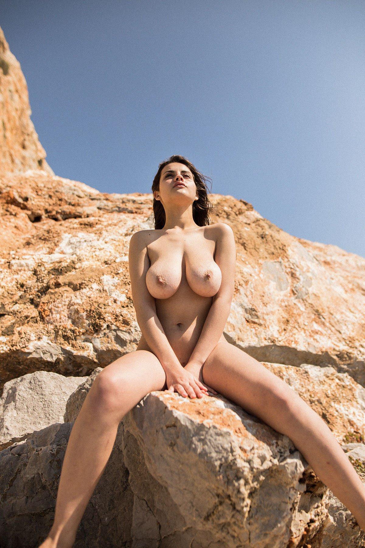 Judit Guerra gola - foto Victor Supertramp - fotografija 18