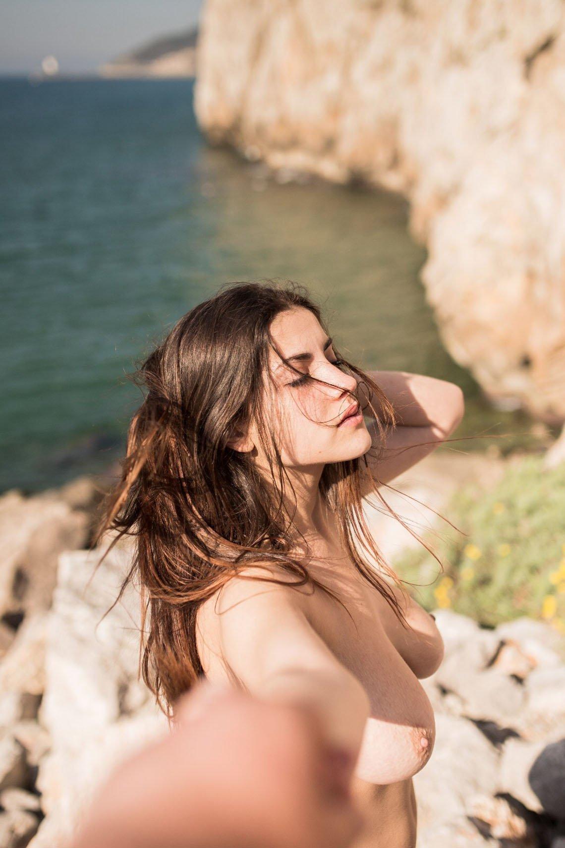 Judit Guerra gola - foto Victor Supertramp - fotografija 02