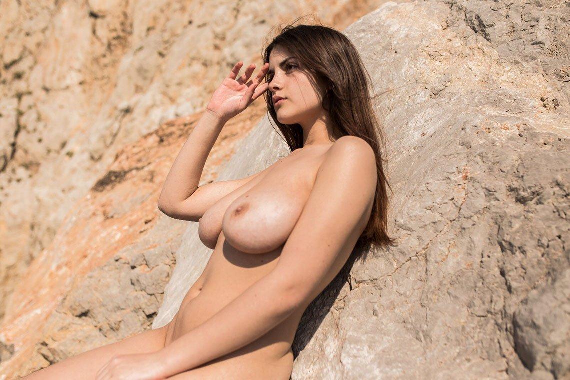 Judit Guerra gola - foto Victor Supertramp - fotografija 04