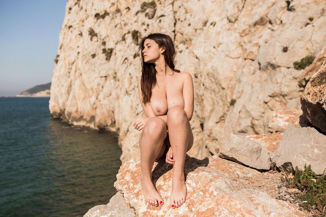 Judit Guerra gola - foto Victor Supertramp - fotografija 05