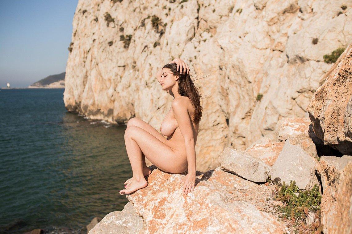 Judit Guerra gola - foto Victor Supertramp - fotografija 07