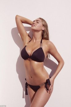 Kate Upton show off her big breasts wearing bikini