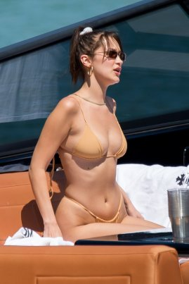 Bella Hadid Sexy Body
