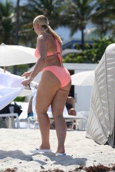 Iskra Lawrence Sexy Pink Bikini