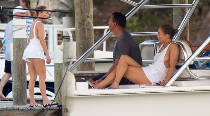 Jennifer Lopez – Braless Candids in Bahamas