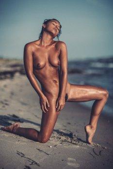 Marisa Papen Naked Photoshoot On Beach