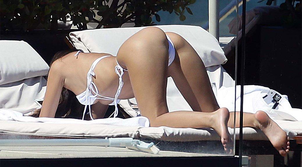 Emily Ratajkowski – Tiny White Thong Bikini Candids in Sydney (HQ)