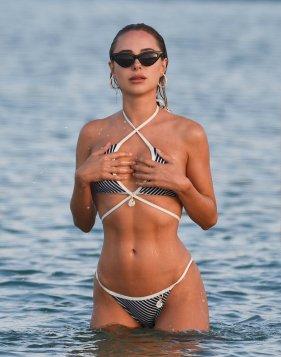 Kimberley Garner Sexy Tight Bikini Body