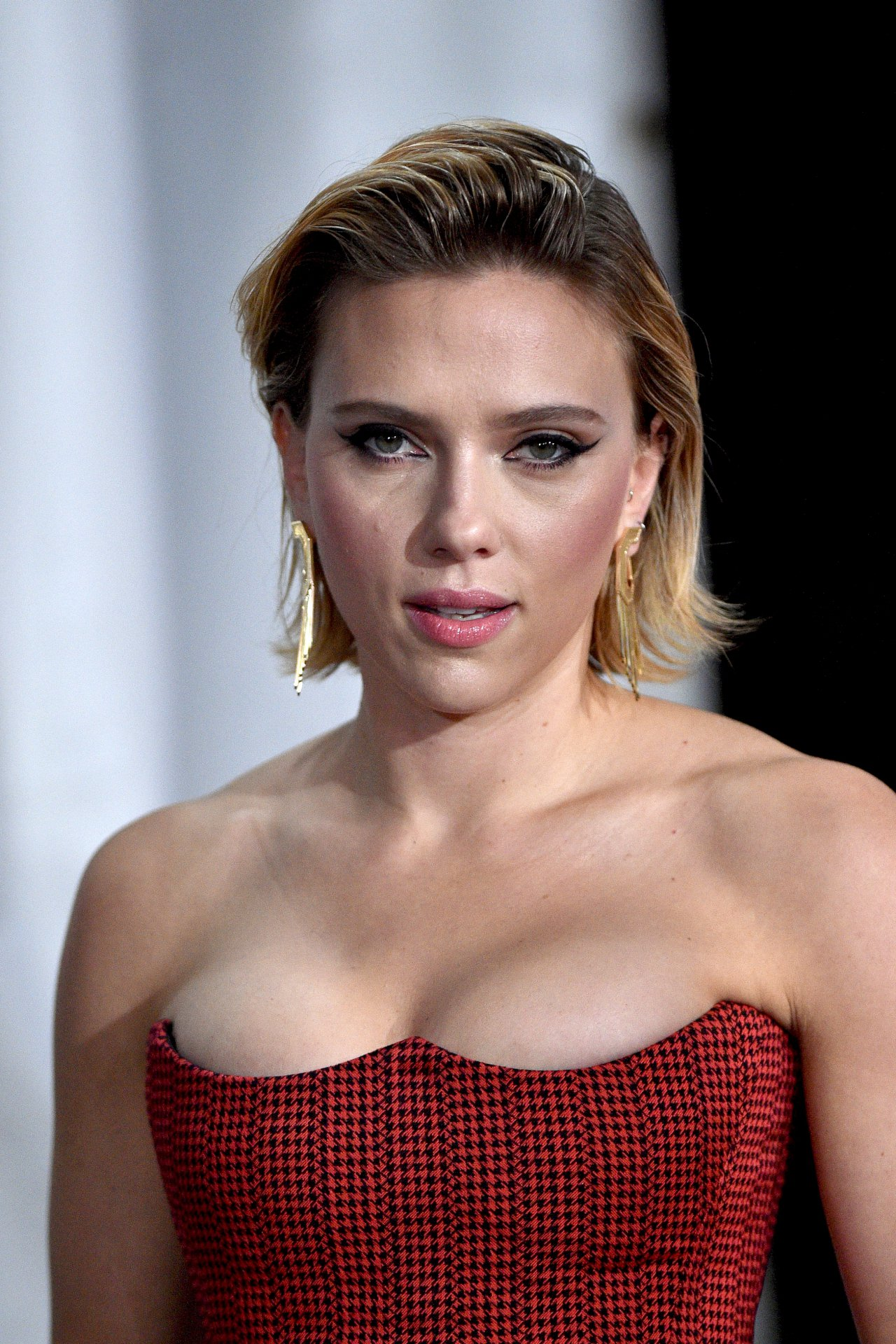 Scarlett Johansson Sexy Big Cleavage | Hot Celebs Home